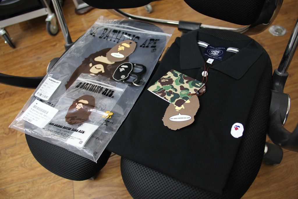 APEのトリコロールカラーポロシャツ