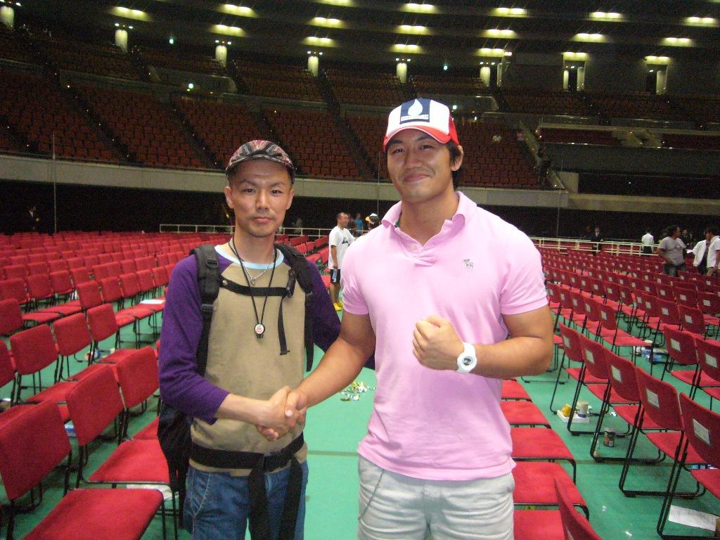 写真記04 岡見勇信選手との写真
